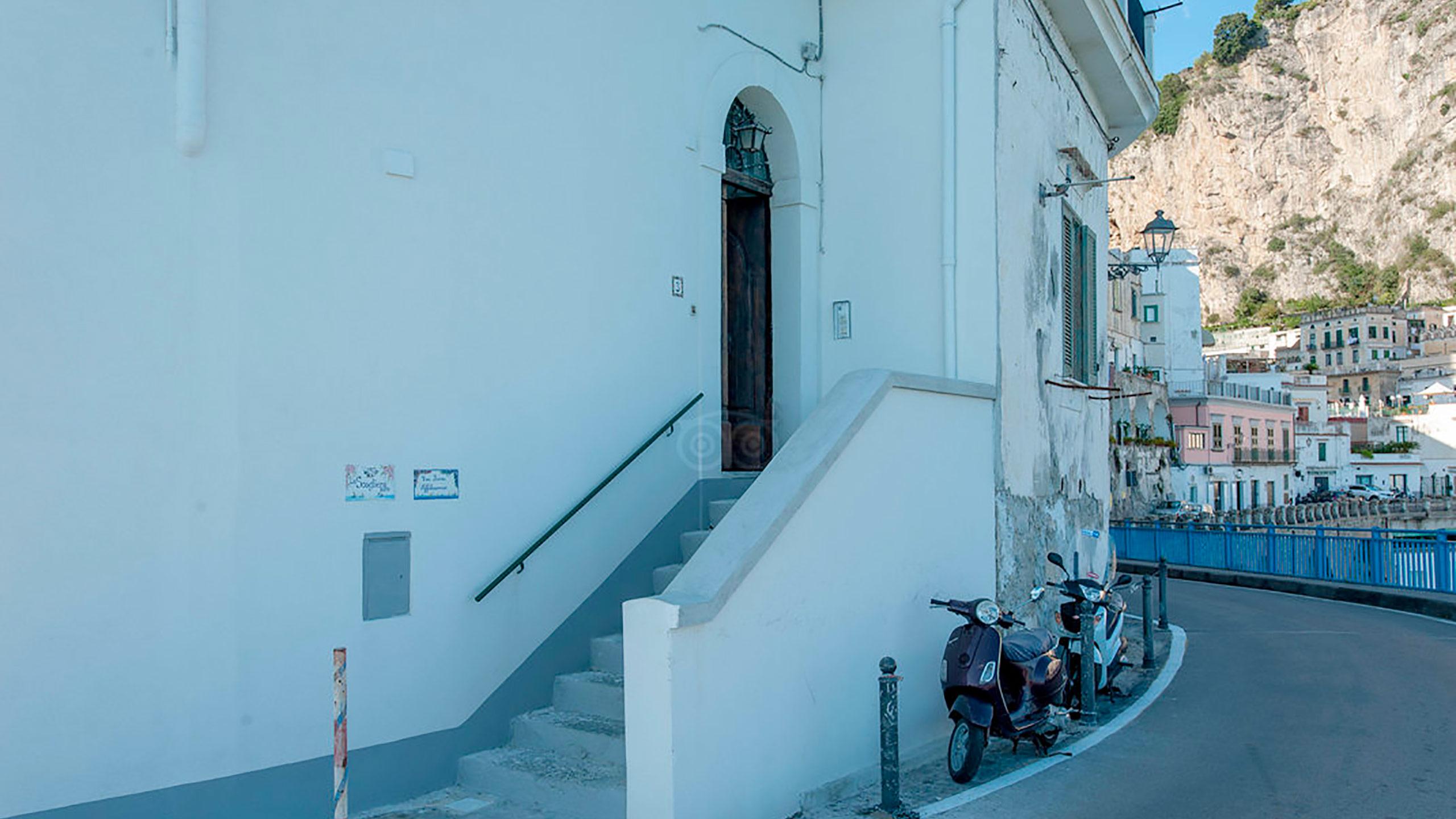building-entrance--v10056924