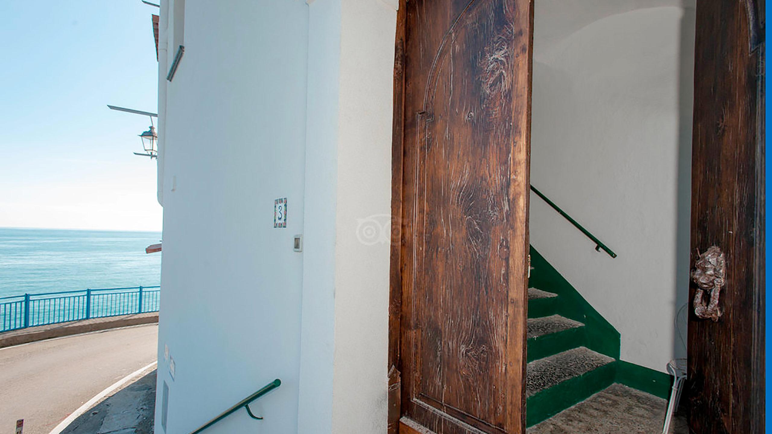 building-entrance--v10056956