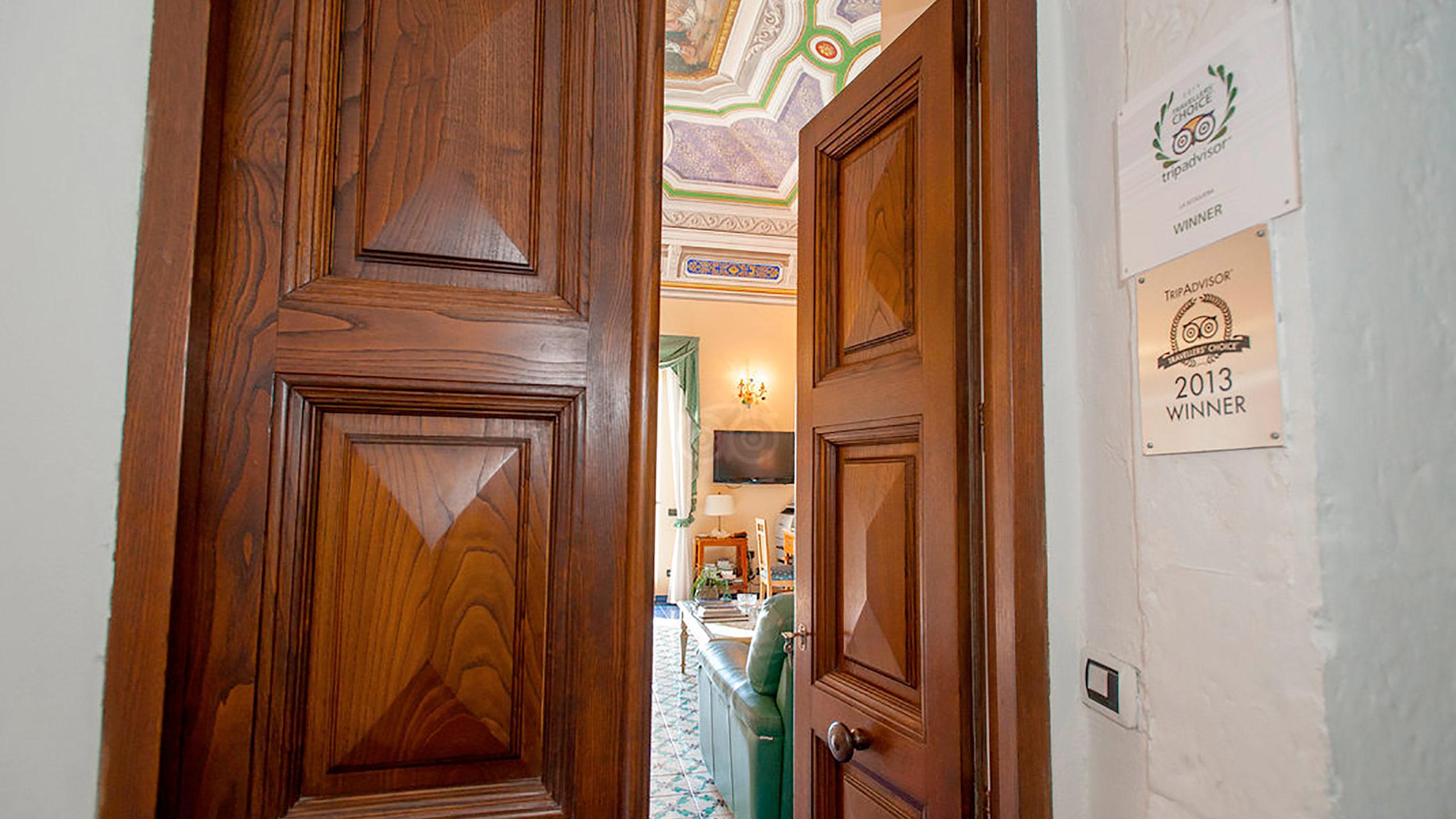 entrance--v10056957