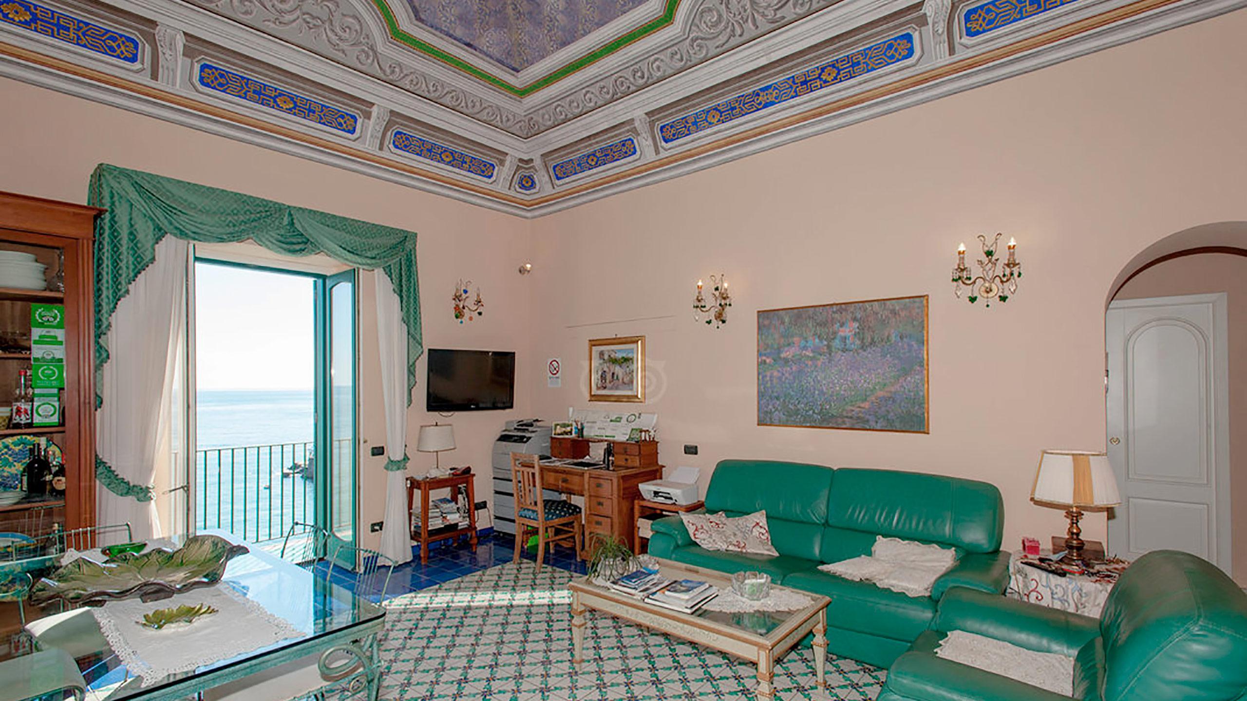 living-room--v10056917
