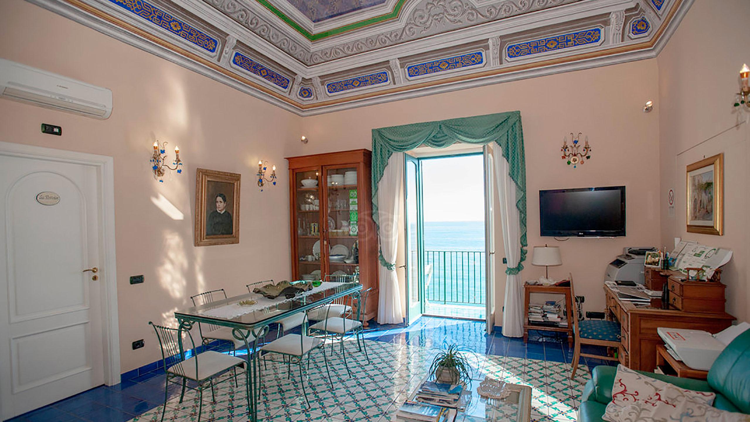 living-room--v10056928